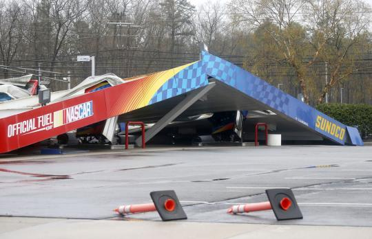 Gas station canopy collapse
